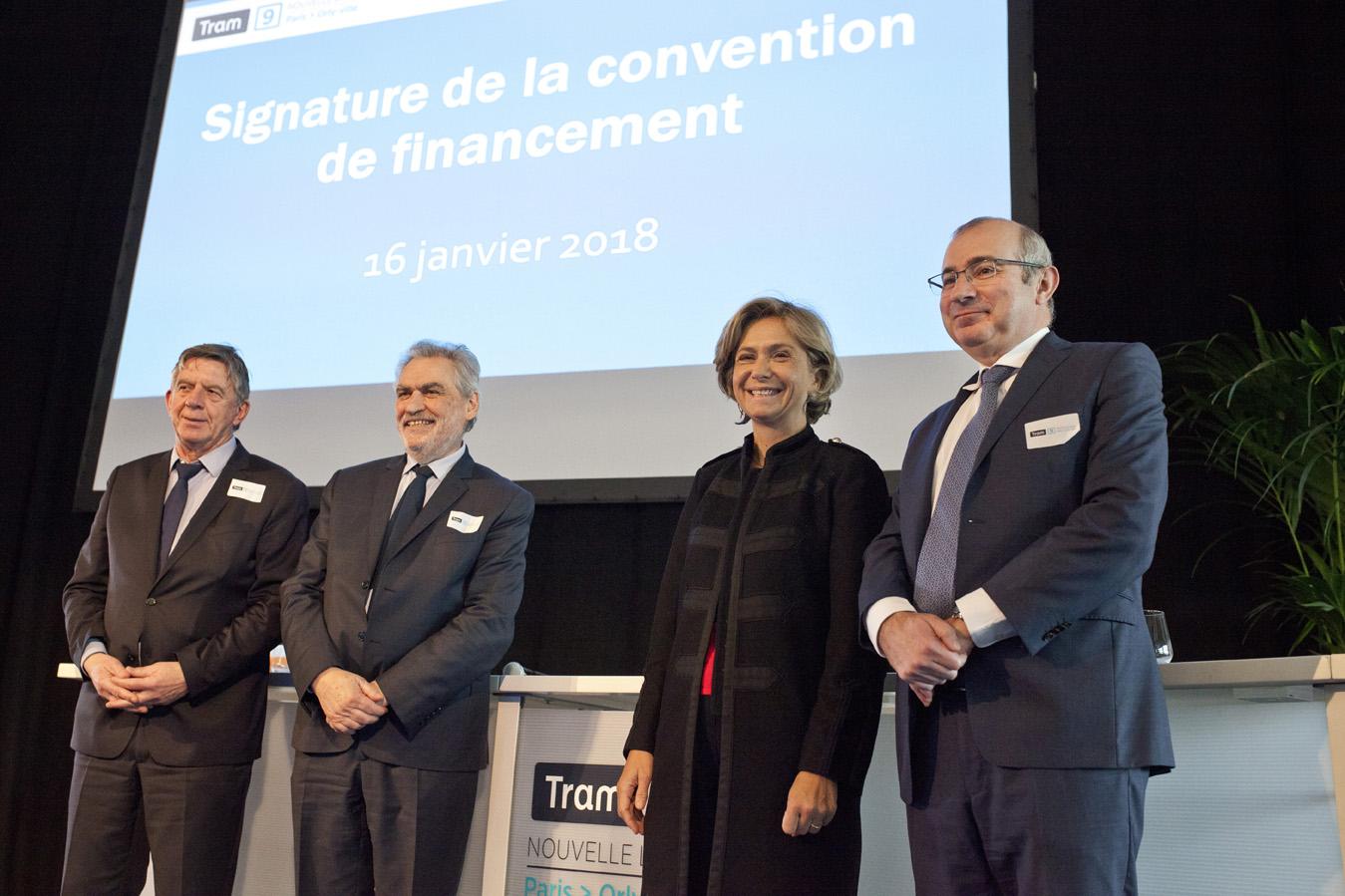 Signature de la convention de financement de la ligne de tramway Transamo T9 Paris Porte de Choisy à Orly centre ville, janvier 2017.